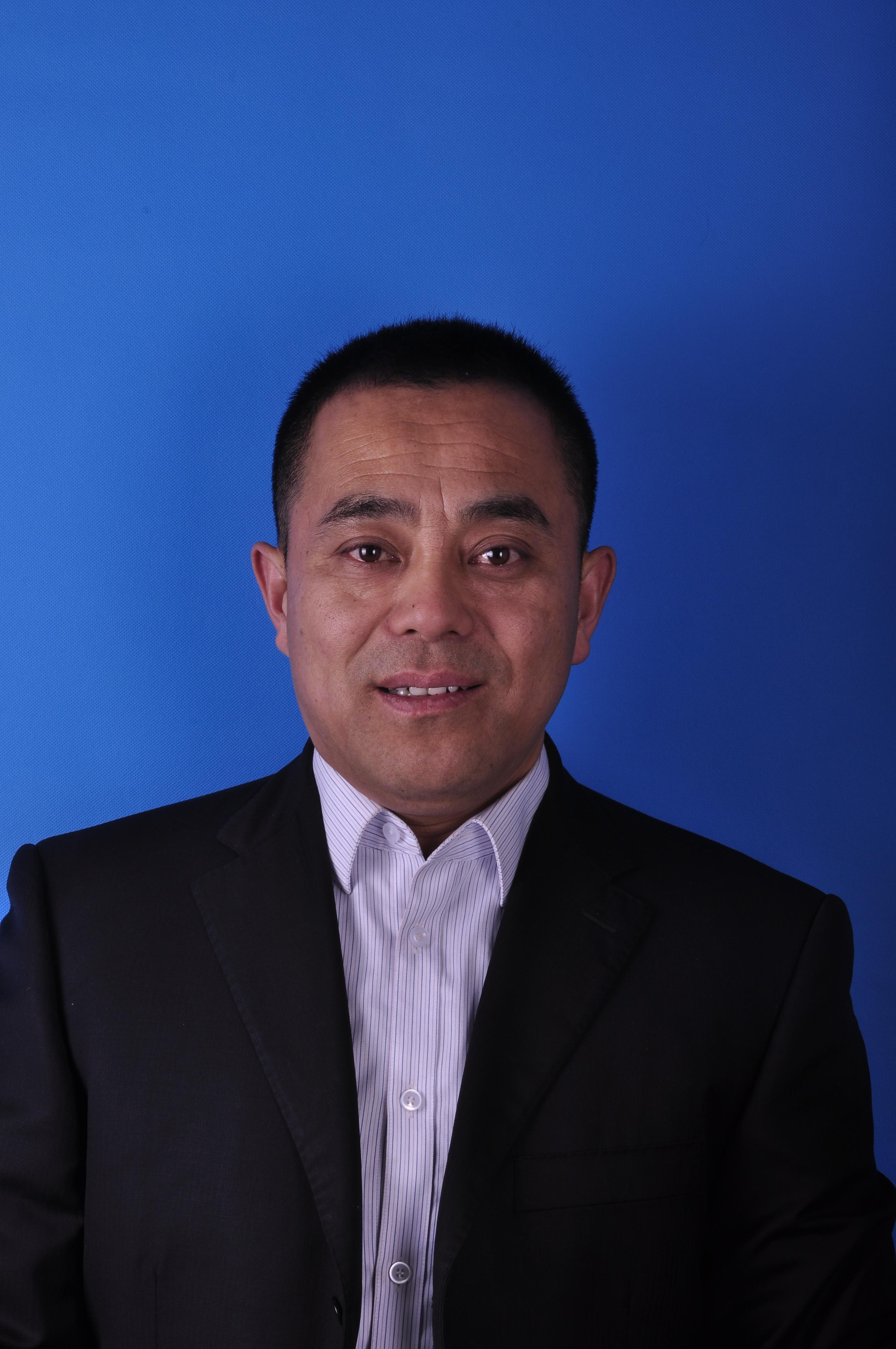 邓卫东证件照.jpg
